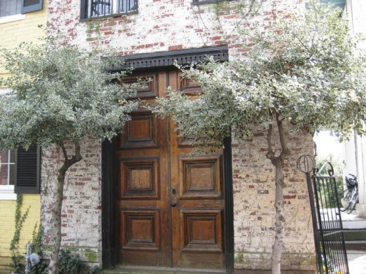 DC Entrance - Glave & Holmes Hotel & Home Studio